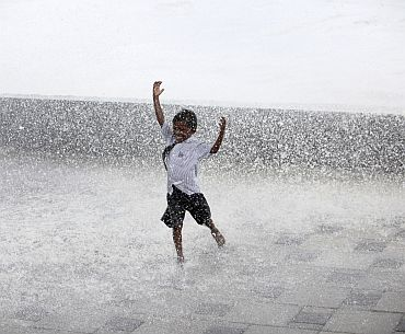 Monsoon gets grand welcome from B-Town