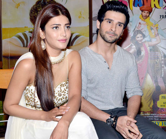 Shruti Hassan & Girish Kumar Latest Photos at Ramaiya Vastavaiya Promotion