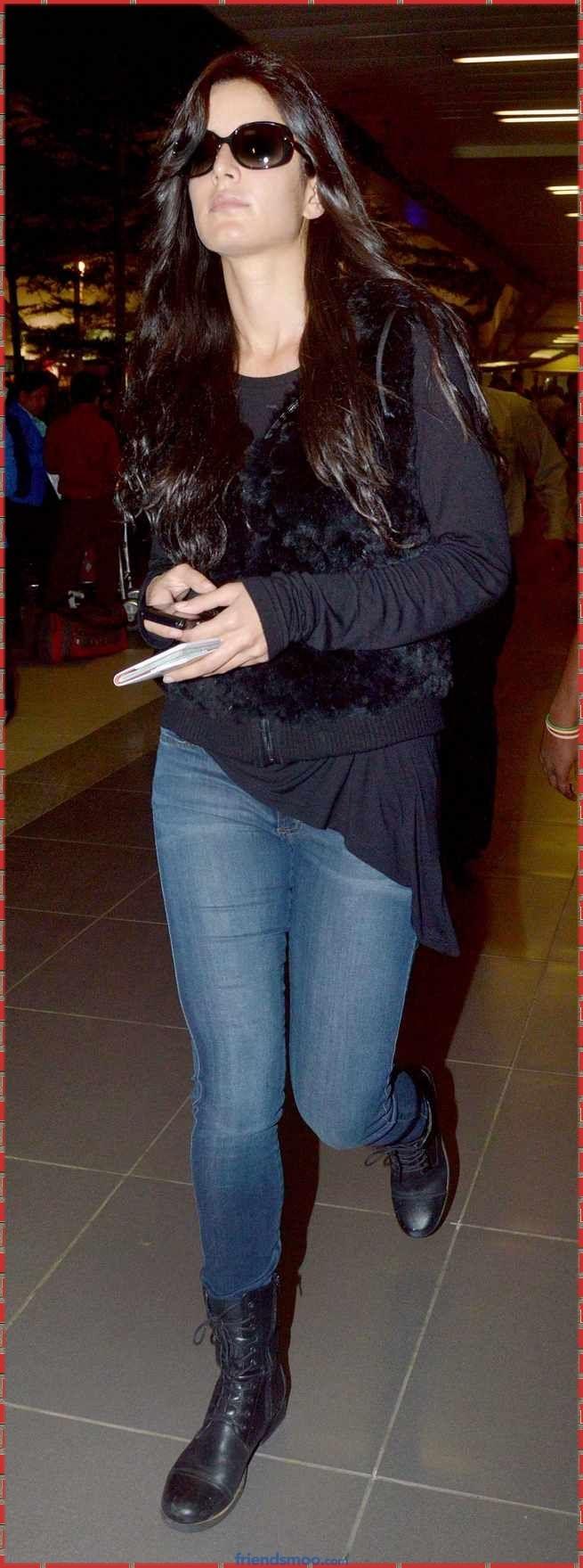 Katrina Kaif Latest Photos in Black Top and Blue Jeans (4 ...
