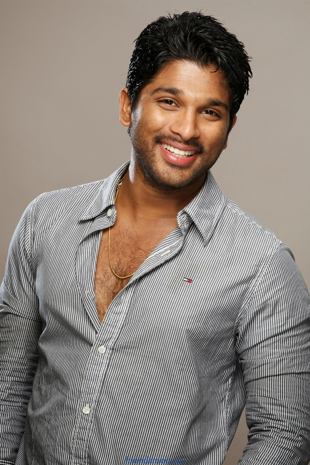 Stylish Star Allu Arjun is a Brand Ambassador for Hero Motors Crop
