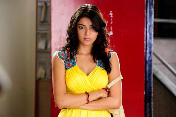 Kajal Aggarwal Latest Photos in Yellow Dress-Friendsmoo