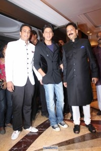 Salman Khan and Shah Rukh Khan Hug at Iftar Party-Friendsmoo