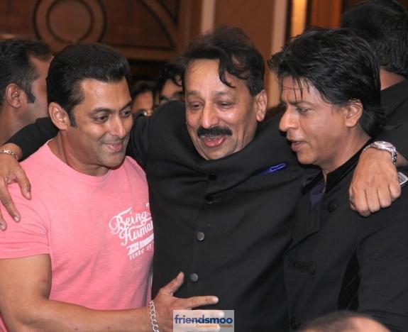 Salman Khan and Shah Rukh Khan Hug at Iftar Party