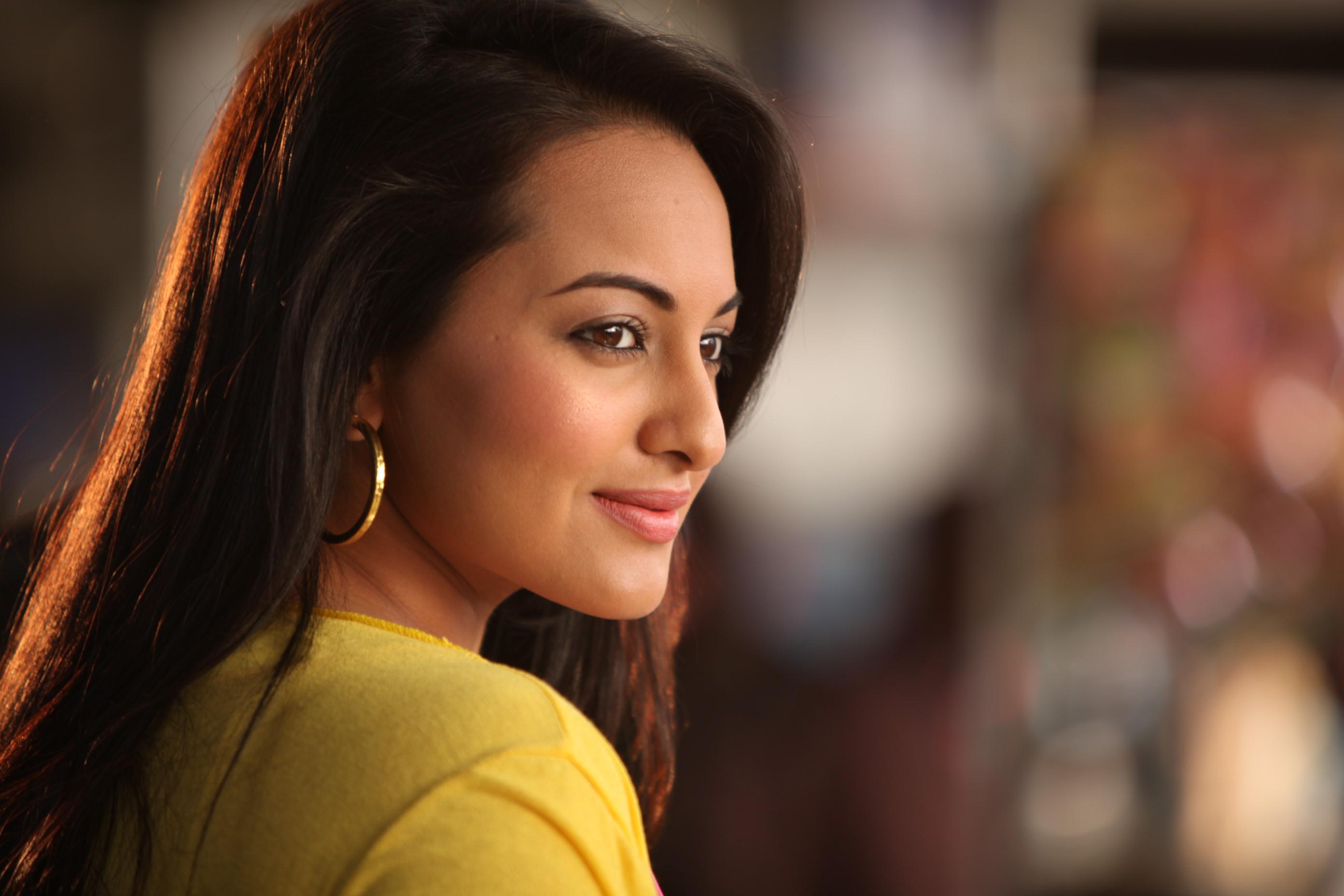 Who will be Salman's leading lady in next movie Anushka Sharma or Sonakshi Sinha.