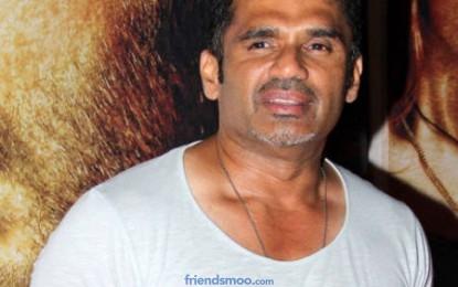Vinod Khanna and Suniel Shetty in 'Koyelaanchal'